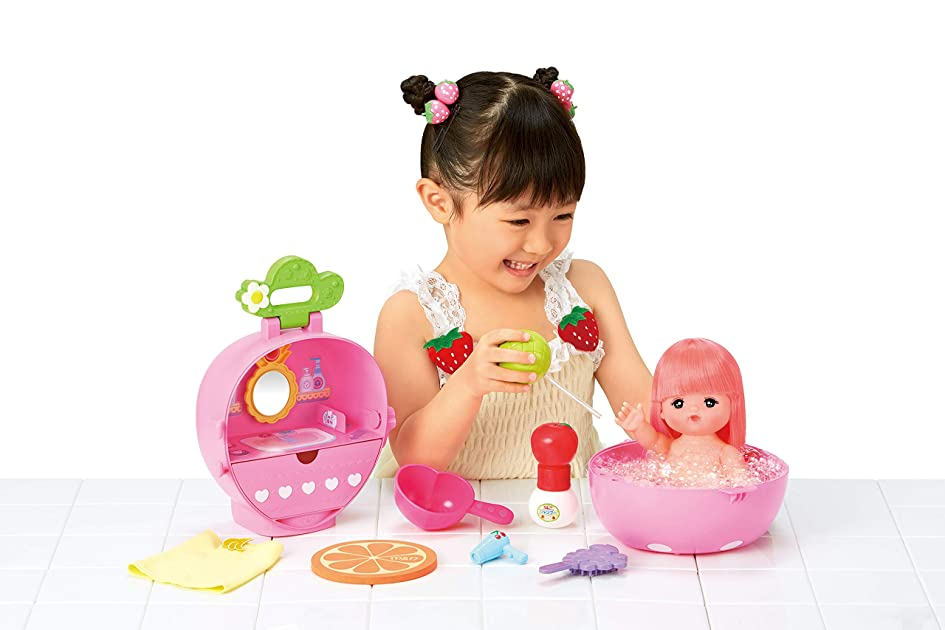 ハム宿る写真を撮るメルちゃん お人形セット フルーツいっぱい!いちごのおふろセット