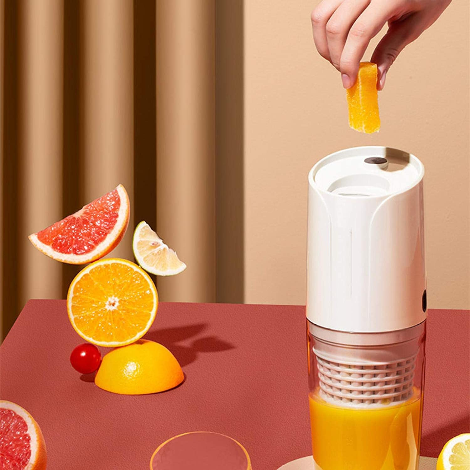 WMJ USB oplaadbare juicer, mini draagbare juicer cup, thuis fruit juicer, outdoor leisure sport juicer cup, juicer rood Rood