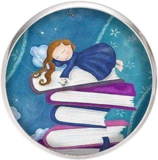 Spilla con perno in acciaio inossidabile, diametro 25 mm, spillo 0,7 mm, Fatto a Mano, Illustrazione Bambola in cima ai libri
