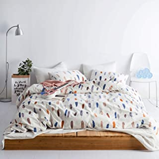 bedding with feather print