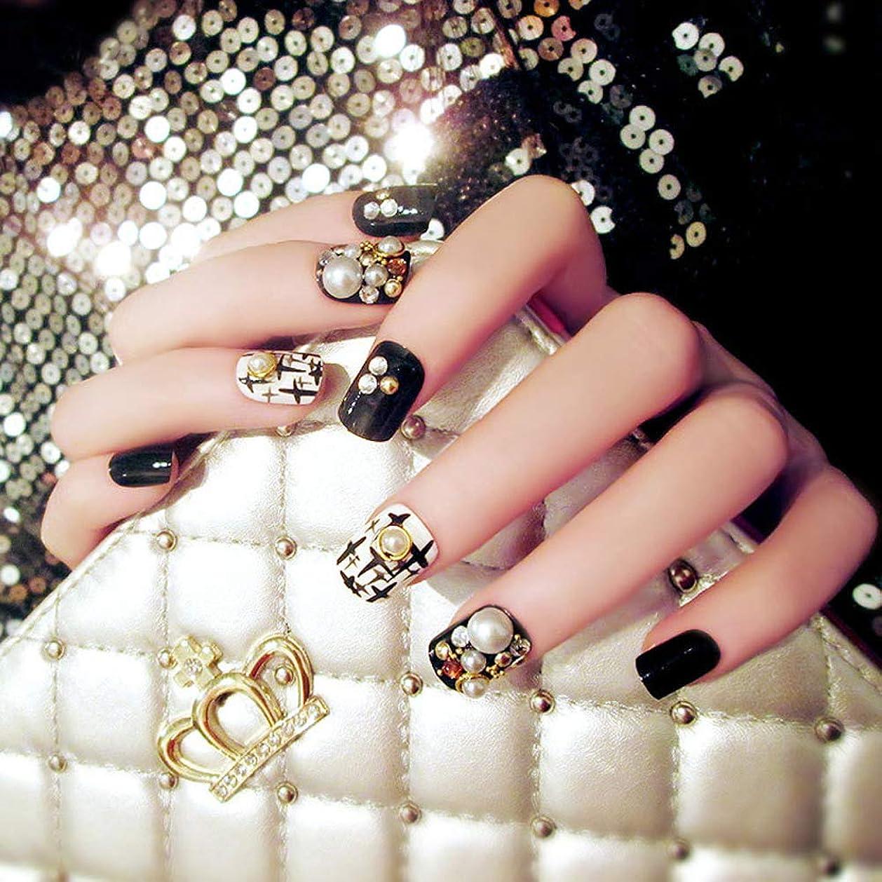 一致する終点絶望的な24本の高品質の美しい偽の黒い爪白真珠のデザイン偽の爪のヒントは偽の爪をカバー