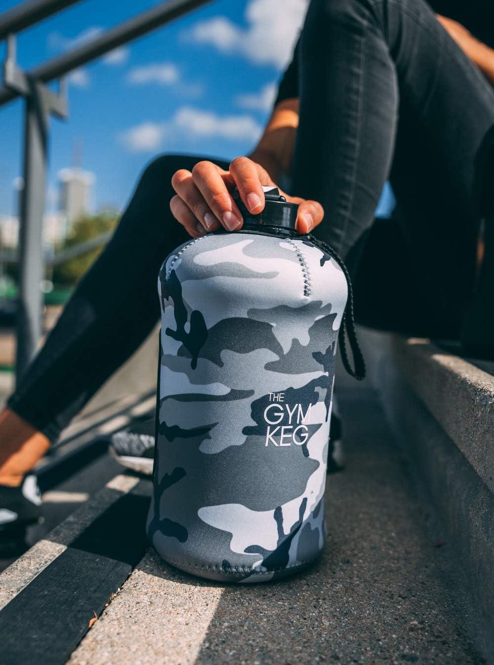 Culturismo Botella de Agua para Gimnasio Botella de Agua Duradera y Resistente de 2.2 litros Exclusive Sleeve dise/ño 2018 The Gym Keg BPA Grandes Botellas de Agua para Deportes de Medio gal/ón