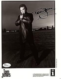 TOM JONES HAND SIGNED 8x10 PHOTO AMAZING POSE MUSIC LEGEND - JSA Certified