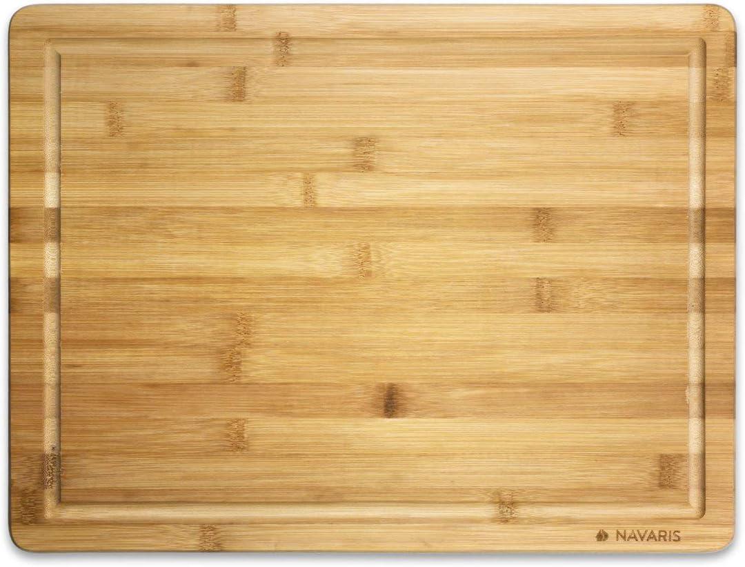 Navaris Tabla para Cortar de bambú - Tabla para Cocina de con Ranura para jugos - Accesorio para Picar o Servir Carne Vegetales quesos - 45 x 34 CM