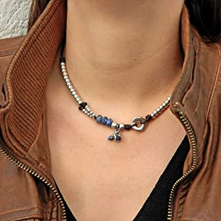 """collana di cuoio con pietra naturale""""sodalite"""" e perline zama, fatti a mano da Intendenciajewels - collare di cuoio e zama..."""