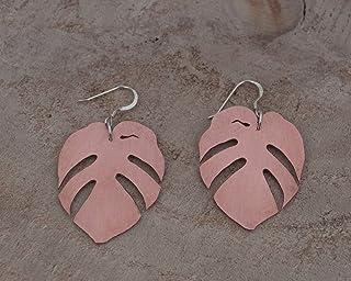 Pendientes hoja tropical en color rosado, con gancho de plata de ley.