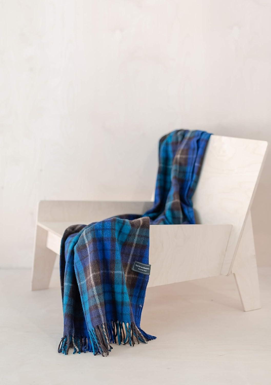 The Tartan Blanket Co. Couverture de Genou en Laine recyclée – Style Tartan écossais Dark Maple Buchanan Blue
