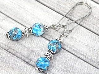 Orecchini in stile vintage in giada ricostituita blu e bianca montati su orecchini a cerchio fantasia in acciaio inossidabile