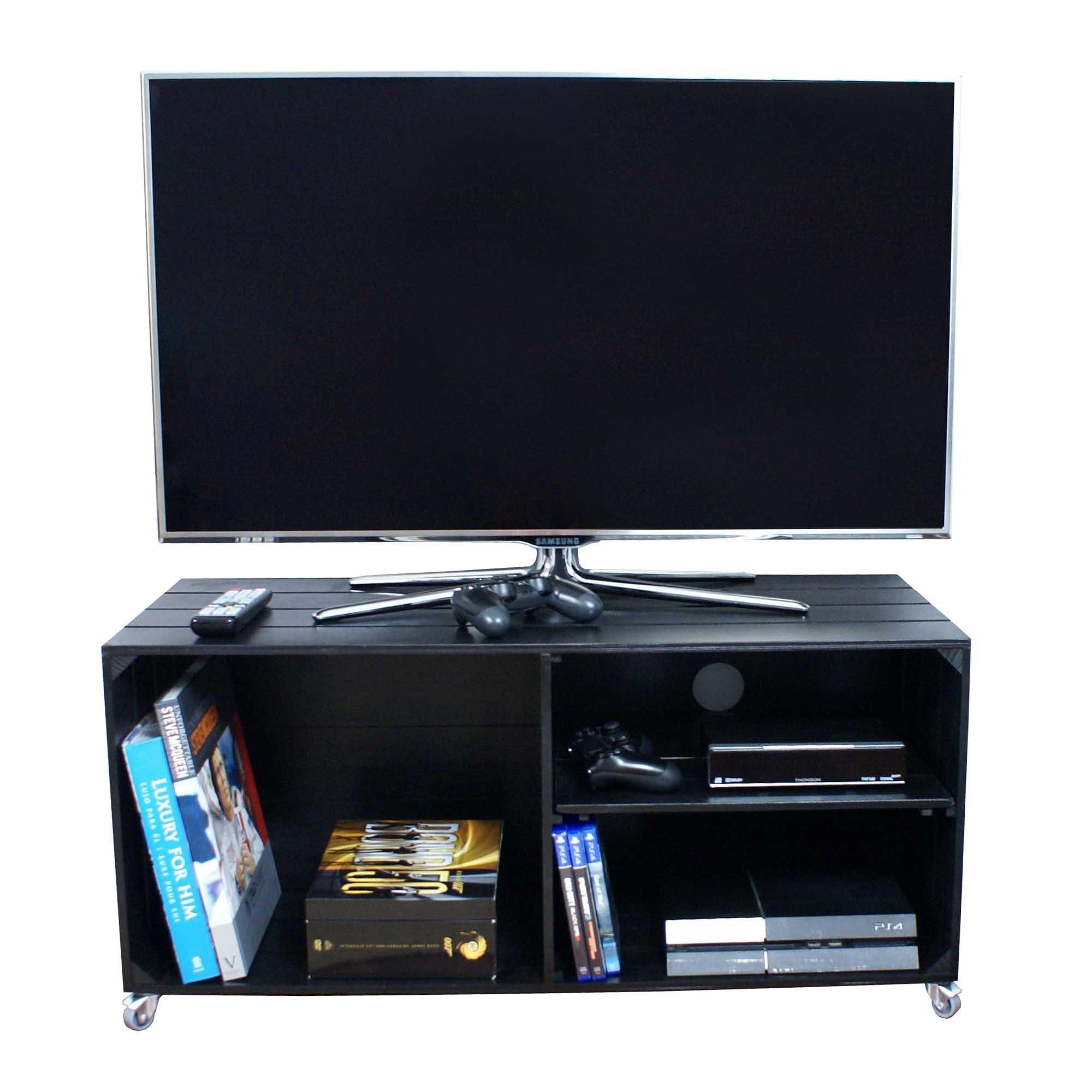 Liza Line Mesa DE Madera, Mueble TV con 3 Compartimentos y Ruedas Giratorias. Mueble Televisor de Pino Nórdico Macizo, Estilo Cajas Vintage con Estantes - 90 x 40 x 42 cm (Negro):