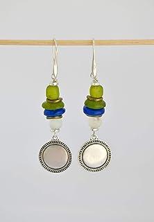 Orecchini lunghi con ciondoli di monete d'argento e perle di vetro fatti a mano, gioielli handmade per le donne