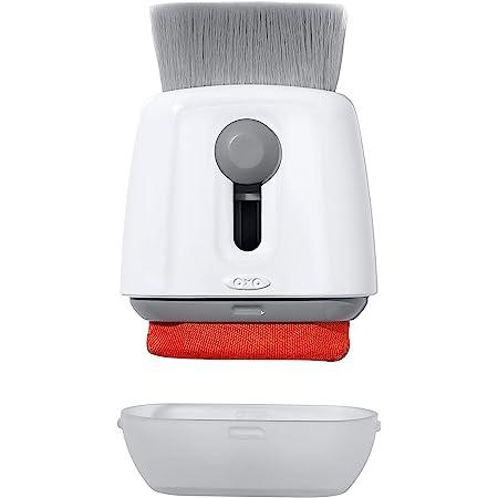 OXO Good Grips Cepillo Sweep & Swipe para limpiar el teclado del ordenador, color blanco