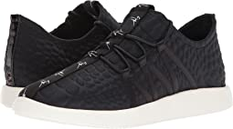 Singles Low Top Sneaker