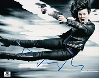 Eve Myles Signed Autographed 8X10 Photo Torchwood Double Pistols in Air GV816626
