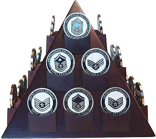 TANGGOOD en Forme de Pyramide en Forme de défi Militaire Coin & Poker Présentoir de jetons de Casino en Bois Massif - Fini Cerisier