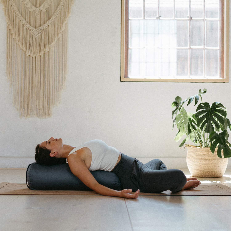 Relleno de Espelta Bolster Yoga Algodon Certificado Gots Lotuscrafts Bolster Yoga Rodillo para Yin Yoga /Ø24 cm Rulo Pilates o Yoga Cubierta en Algodon Lavable- Cojin Yoga Rodilla