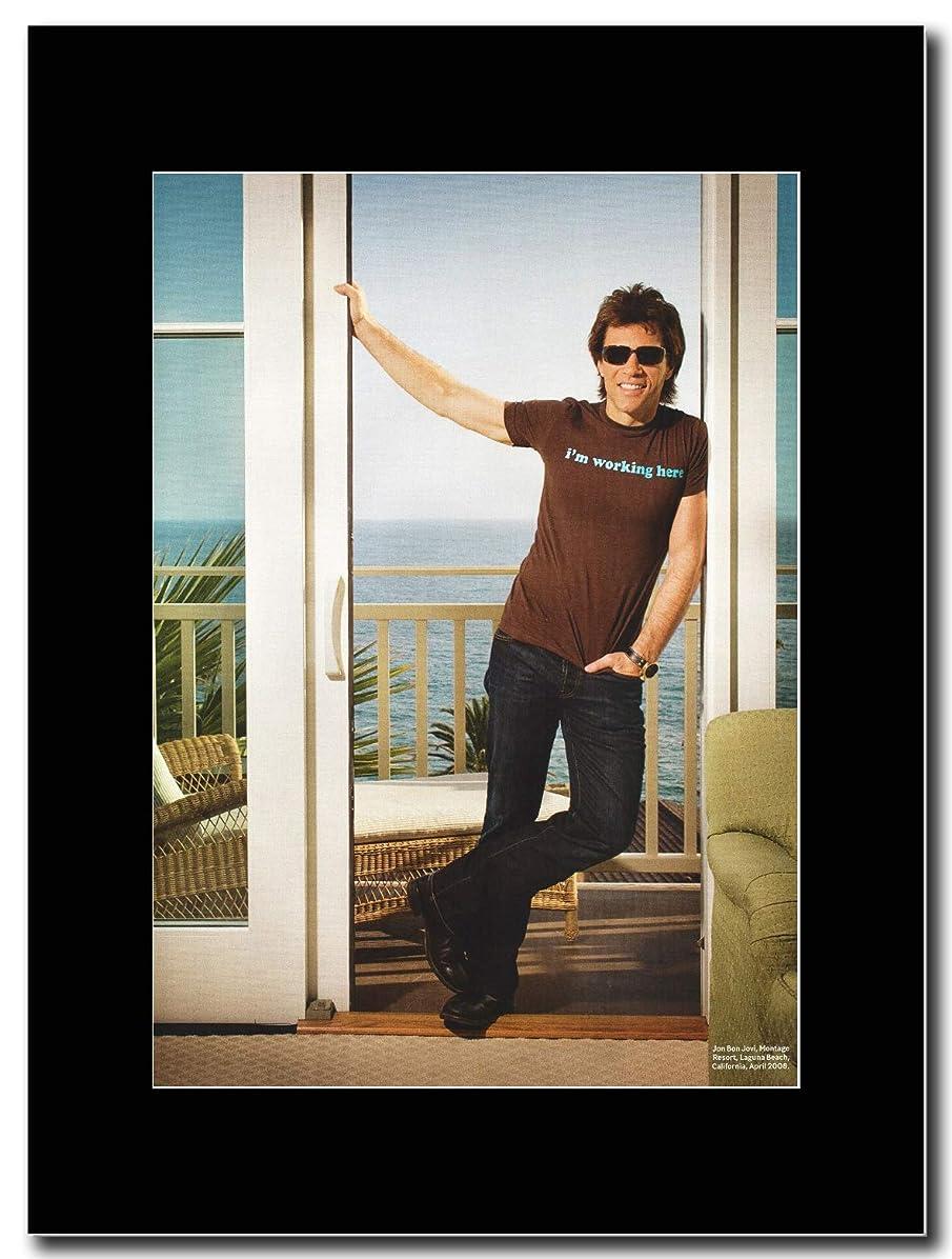 カテゴリー計算消費者- Bon Jovi - Jon Bon Jovi California 2008 - つや消しマウントマガジンプロモーションアートワーク、ブラックマウント Matted Mounted Magazine Promotional Artwork on a Black Mount