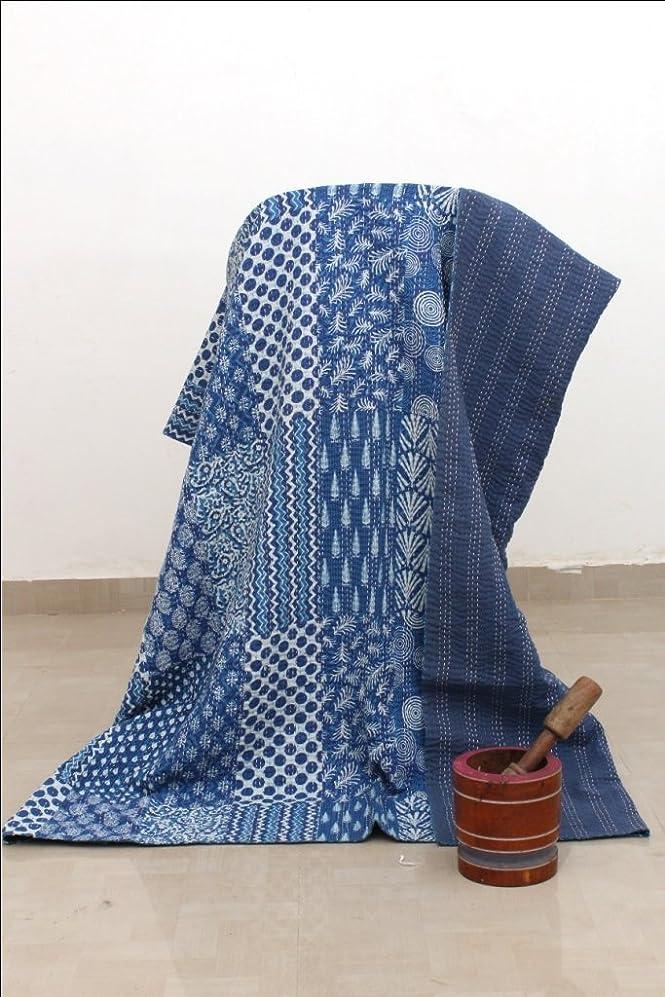 完璧な言い直す痛みインディゴブルーVegetable Dye Printed Kanthaベッドカバー