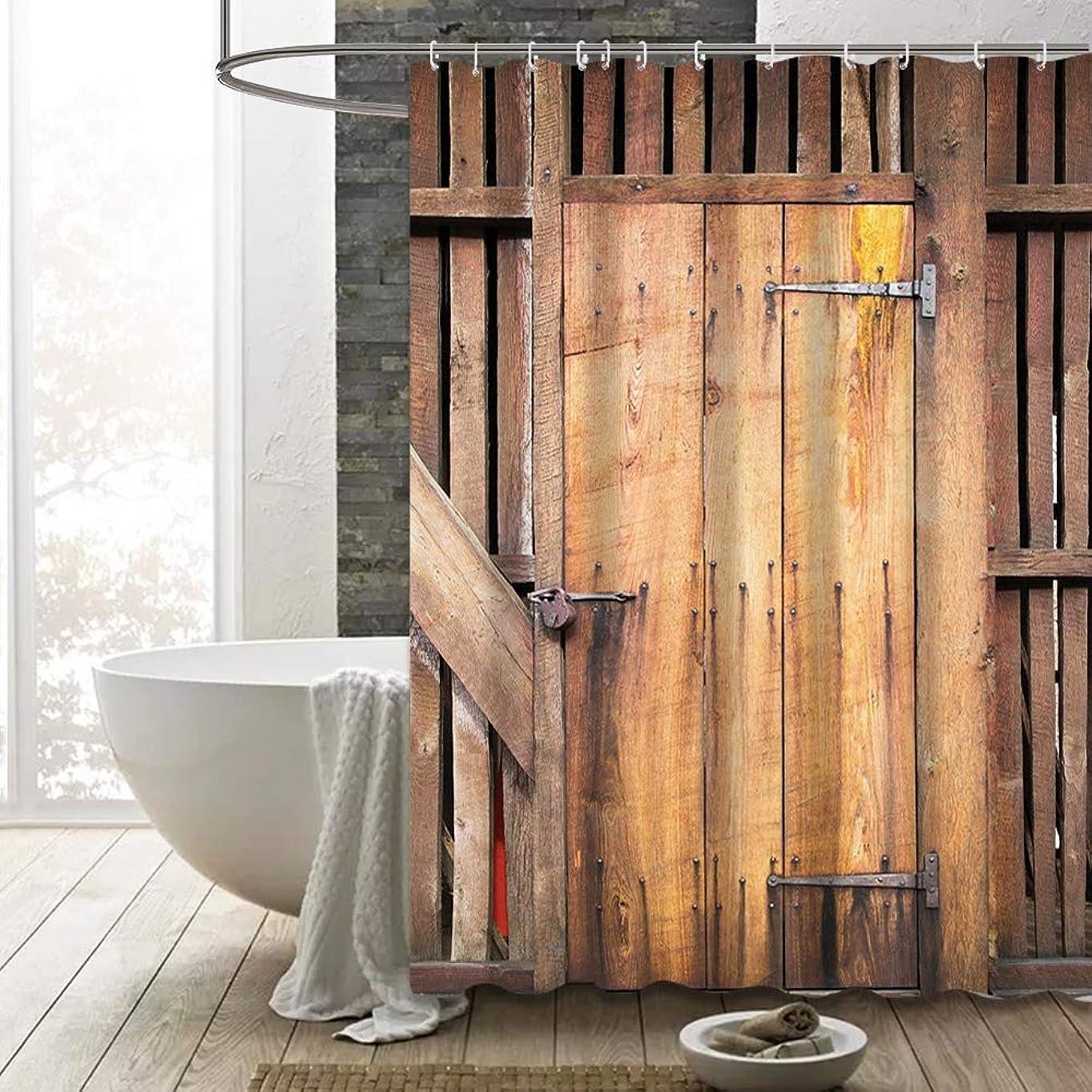 ハドル石油パン屋納屋のドアシャワーカーテン素朴な茶色の木製、素朴な木製のドアの農家の田舎の村の古い納屋のフックと農村生活のイメージ