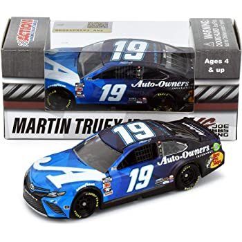 Lionel Racing Martin Truex Jr 2020 Auto Owners NASCAR Diecast Car 1:64 Scale