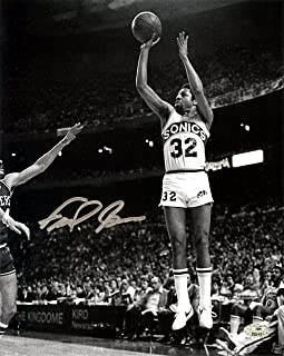 """Downtown"""" Fred Brown Autographed 8x10 Photo Seattle Sonics MCS Holo Stock #107006 - Autographed NBA Photos"""