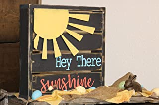 CELYCASY Hey There Sunshine Backlit Mini Pallet Style Sign with Metal Sun Embellishment