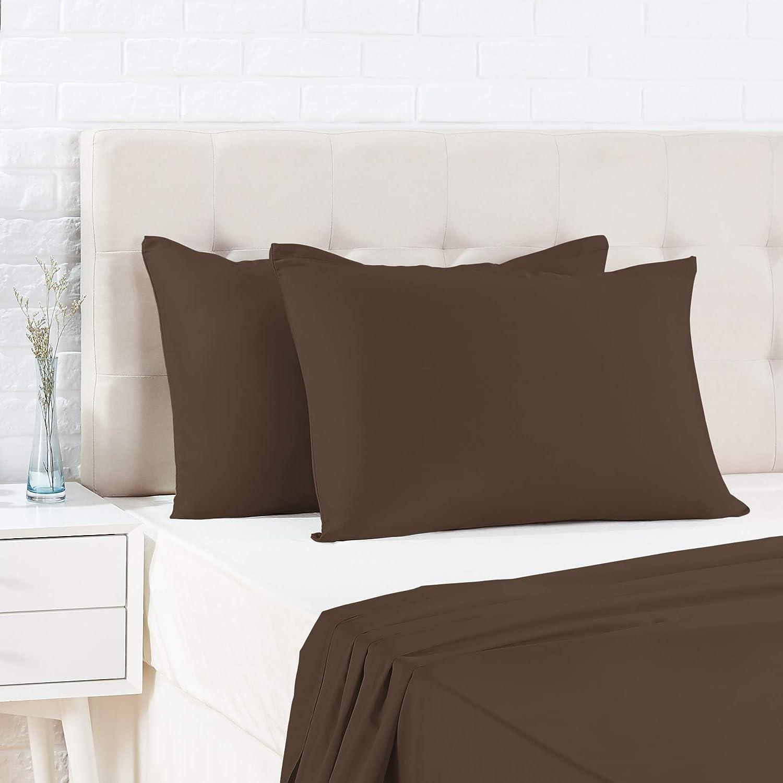 Amazon Basics - Funda de almohada de satén - 50 x 80 cm x 2, Marrón