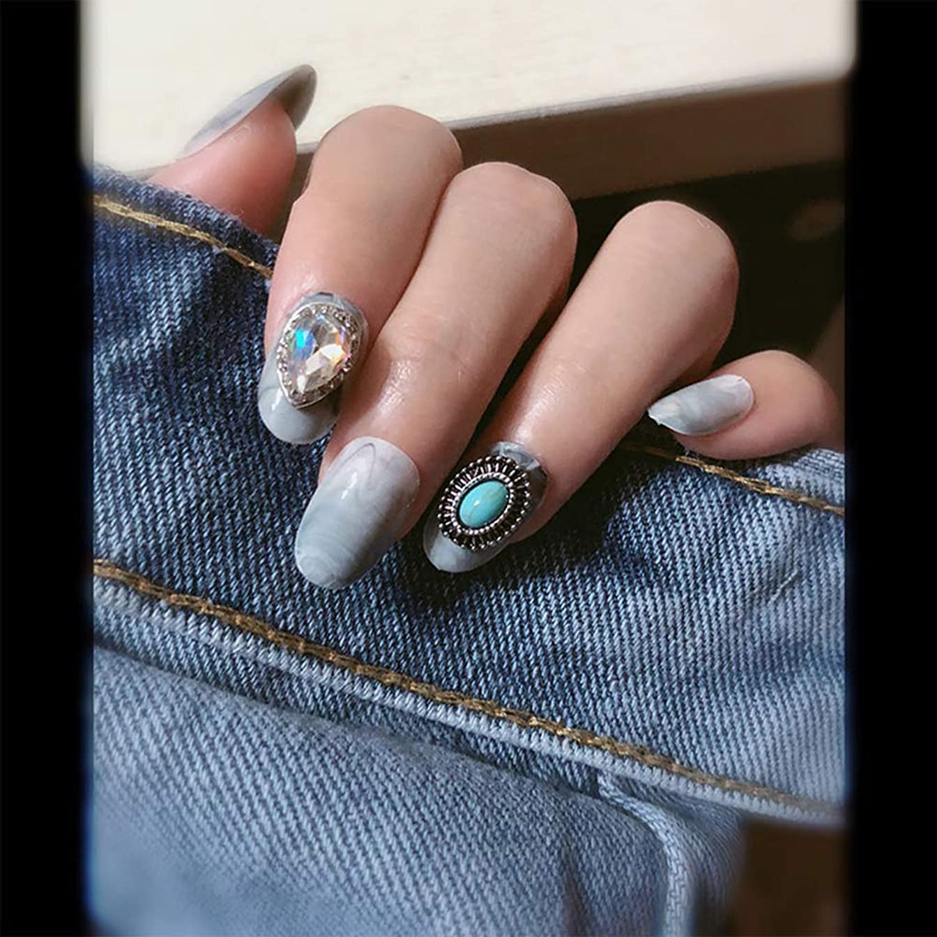 テザージャーナルにもかかわらずXUTXZKA 偽の爪を持つ丸い大理石のパターン女性の完全な爪のヒント花嫁の偽の爪