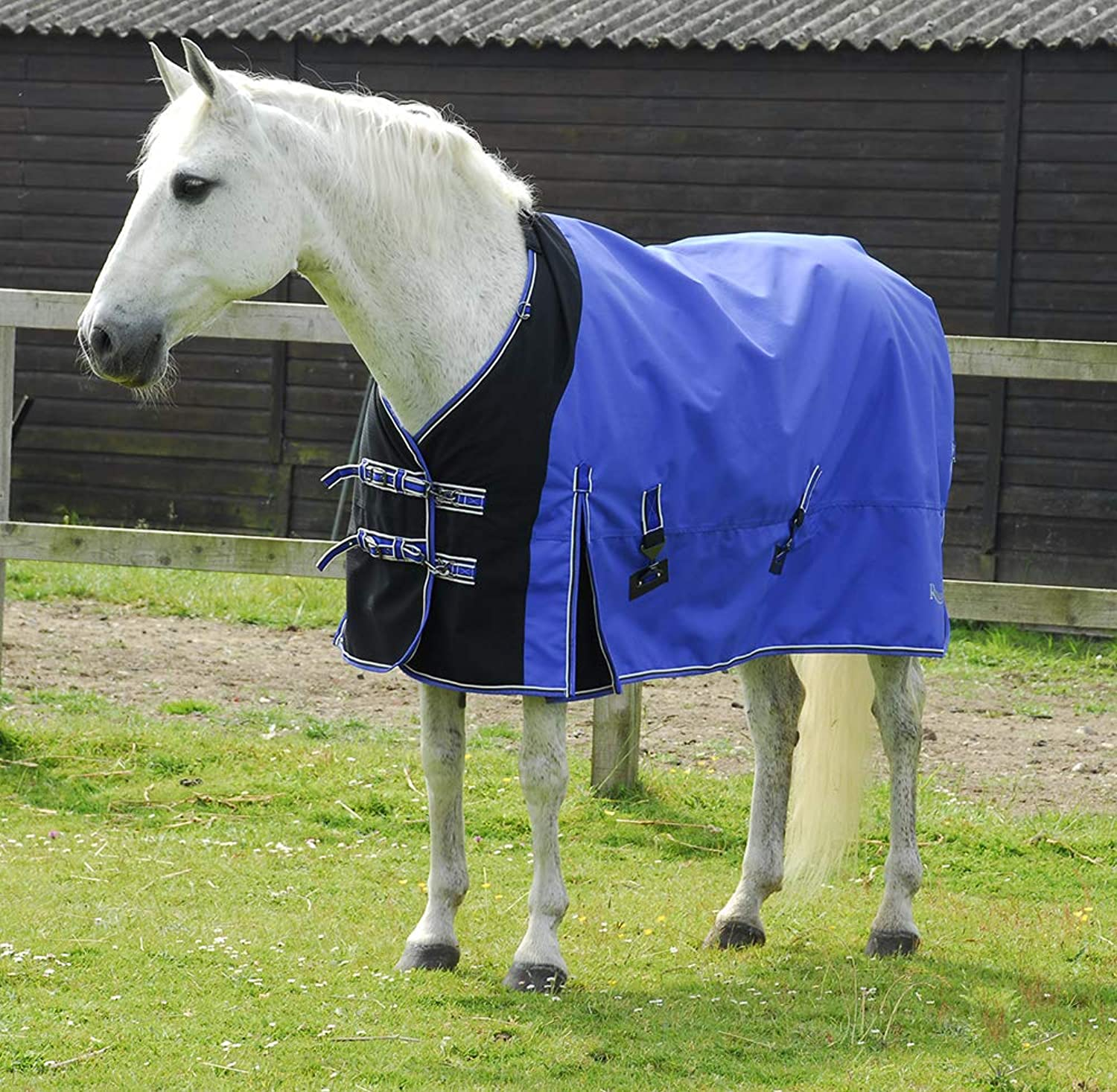 Rhinegold Storm Medium Weight Waterproof Turnout Rug Neck Cover Included (6'0'')