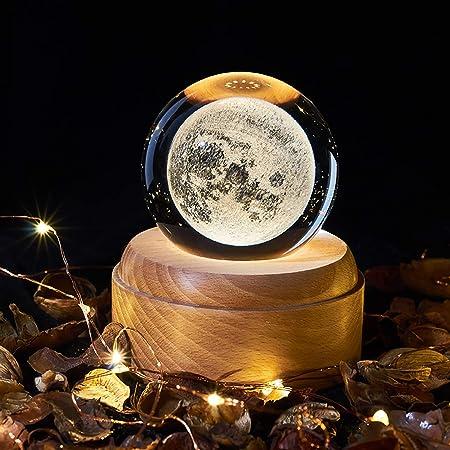 YUNYODA Carillon in Cristallo Rotante, Luce Notturna a Sfera di Cristallo 3D con Base in Legno con Luce di proiezione a LED, Motivi Universo/Luna/Galassia/Terra, Regalo di Natale Creativo (Moon)