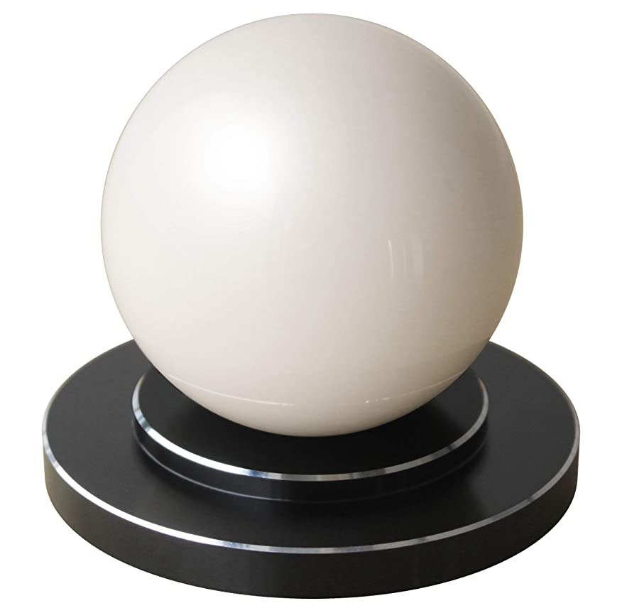 レザー喜びなめらか商品名:楽人球(らくときゅう):インテリアにもなるスタイリッシュな指圧器。光沢のある大きな球体。美しさと指圧の実力を兼ね備えた全く新しいタイプの指圧器。筋肉のこりをほぐし、リラックスできる。 【 すごく効く理由→一点圧により指圧位置の微調整が可能。大きな球体(直径75mm)により身体にゆるやかに当たる。硬い球体により指圧部位にしっかり入る。球体と台座が分離することにより、頭、首、肩、背中、腰、胸、腹、お尻、太もも、ふくらはぎ、すね、足裏、腕、身体の前面も背面も指圧部位ごとに使いやすい形状と使用方法(おす?さする?もむ?たたく)を選択可能。】楽人球の「特徴?使用方法?使用上のご注意」に関しての詳細は株式会社楽人のホームページへ→「楽人球」で検索。指圧 指圧器 指圧代用器 整体 マッサージ マッサージ器 ツボ押し ツボ押しグッズ つぼおし つぼ押し 肩こり 腰痛 こりほぐし インテリア