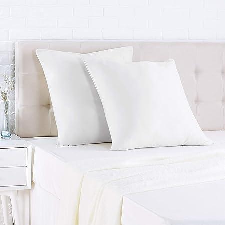 Amazon Basics Taie d'oreiller en satin - 65 x 65 cm x 2, Blanc