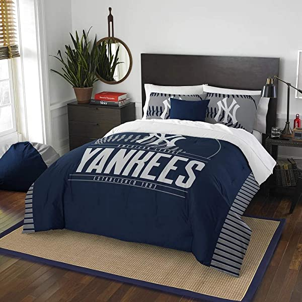 3 Pc MLB Yankees Queen Comforter Set Beautiful American Baseball League Team Logo Boys Bedding Set Stylish Side Print Bold Color Fun Entertainment Sports Lover Soft Navy Red Comforter Pillow Included