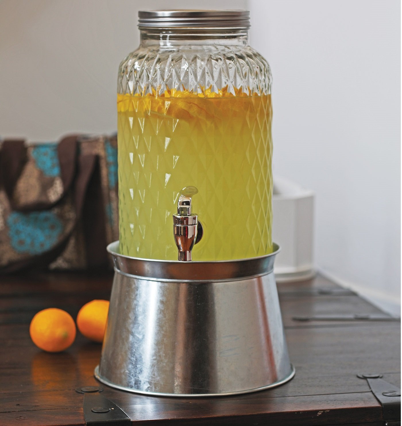 Amazon Com Circleware Treasure Beverage Dispenser With Stand And Metal Lid Sun Tea Jar With Spigot Entertainment Kitchen Glassware Water Pitcher For Kombucha Juice Cold Drinks 1 5 Gallon Diamond Iced Beverage