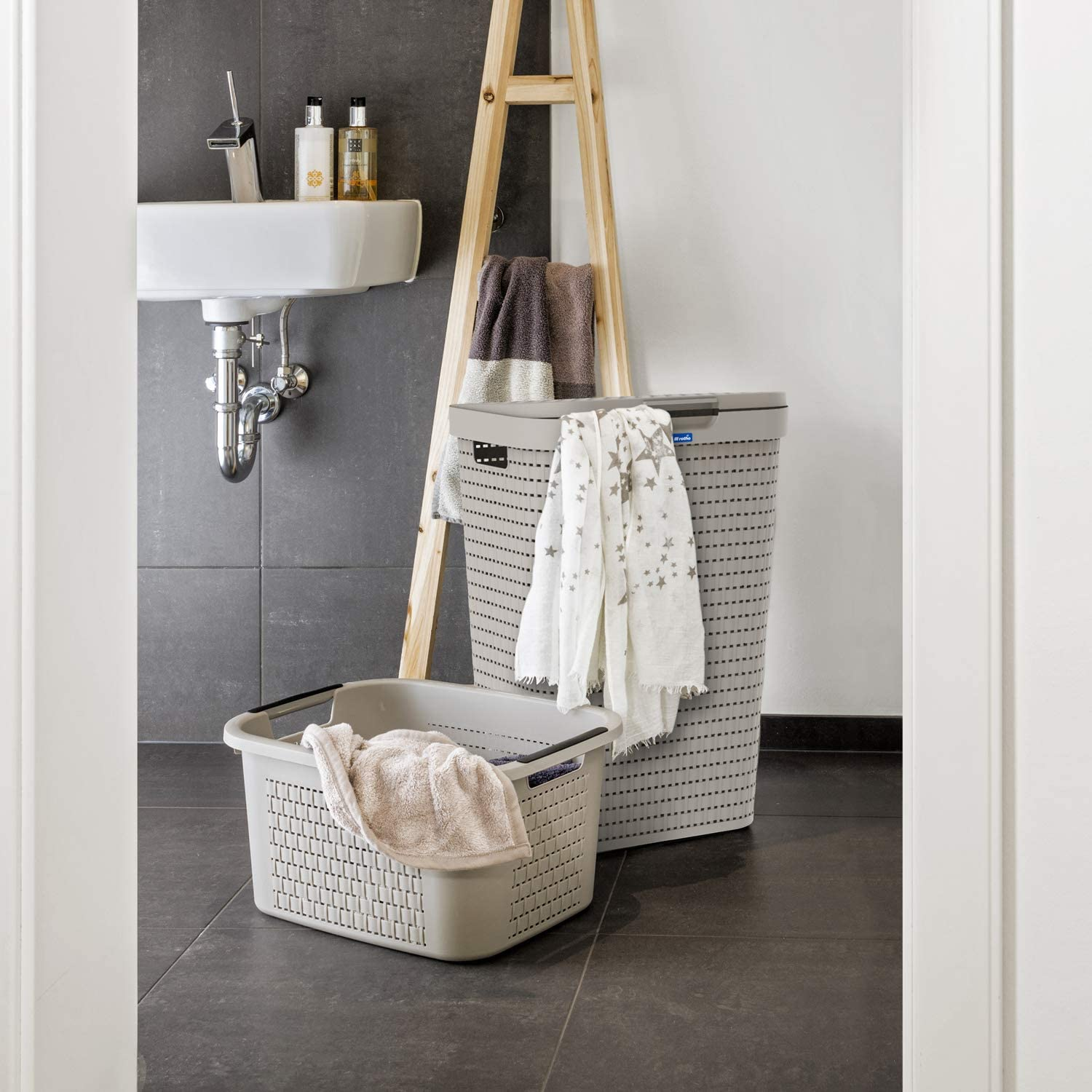 Cappuccino Rotho Country Laundry Basket lid in Rattan-Look BPA-Free Plastic , 42.0 x 32.2 x 57.7 cm PP 55l 42 x 32,2 x 57,7 cm