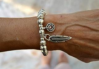 Pulsera artesanal de bolas plata y cuero con pluma y charm para mujer