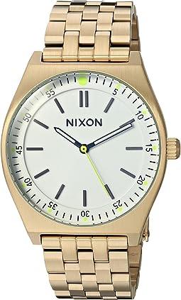 Nixon - Crew