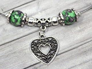 Collana di perle di giada per donna tinta di verde e nero con pendente in filigrana a forma di cuore