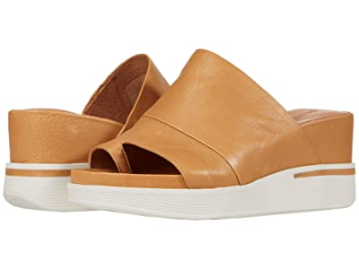 Gentle Souls by Kenneth Cole Gisele 65 Sporty Slide (Tan Leather) Women
