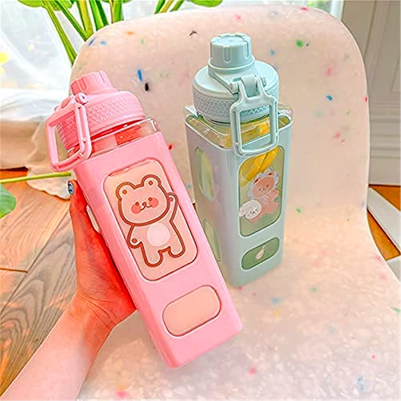 Botella de agua grande Kawaii con pajita y pegatina - Botella de bebida cuadrada portátil de 700 ml / 23,6 oz, taza de té de jugo de oso Kawaii exclusiva para niñas para la escuela (Rosado)