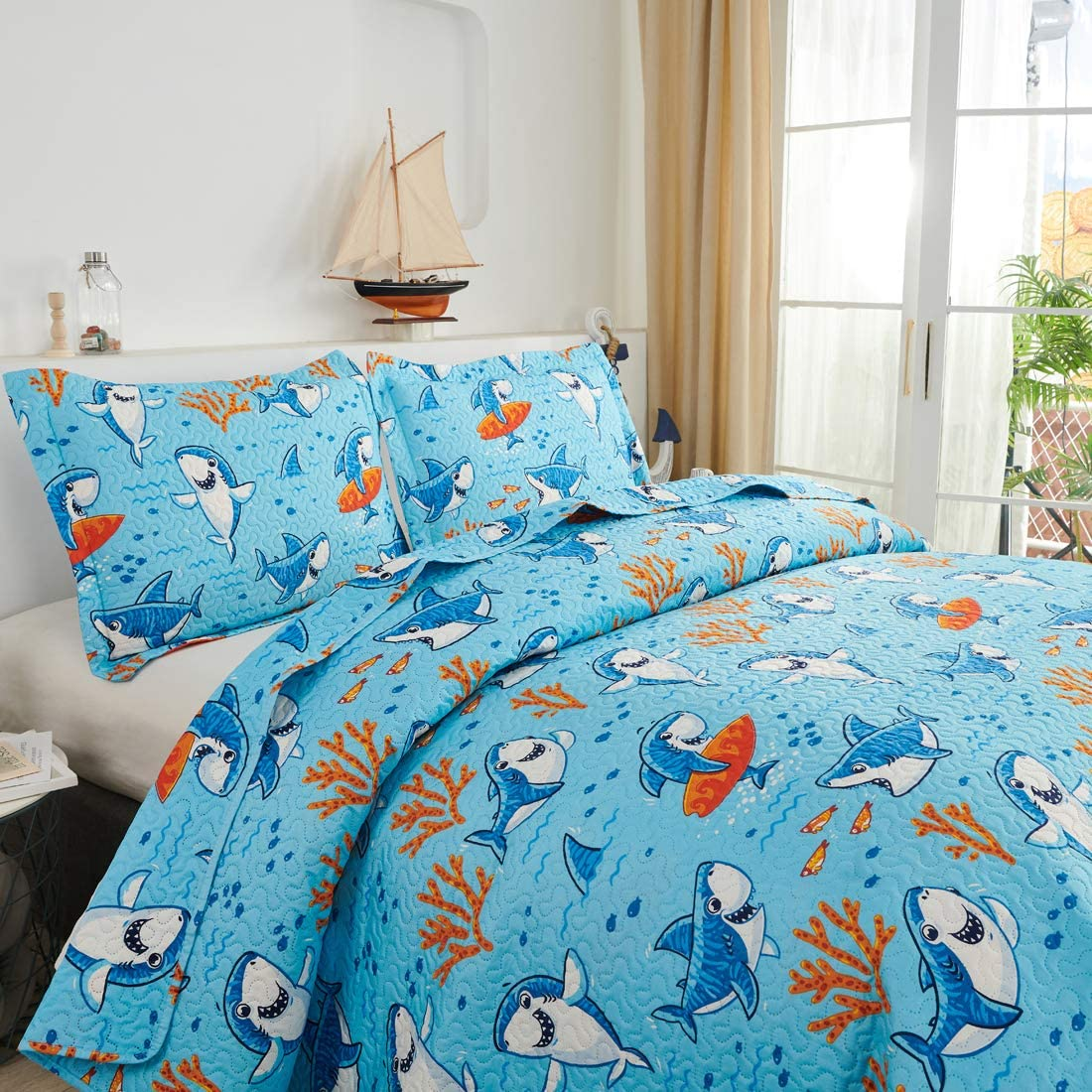 Oliven Boys Shark Quilts Bedspread Twin Size Lightweight Thin Daybed Cover Breathable Dark Blue Funny Shark Crab Seaweed Kids Coverlet Bed Cover Blanket with 2 Standard Pillow Shams