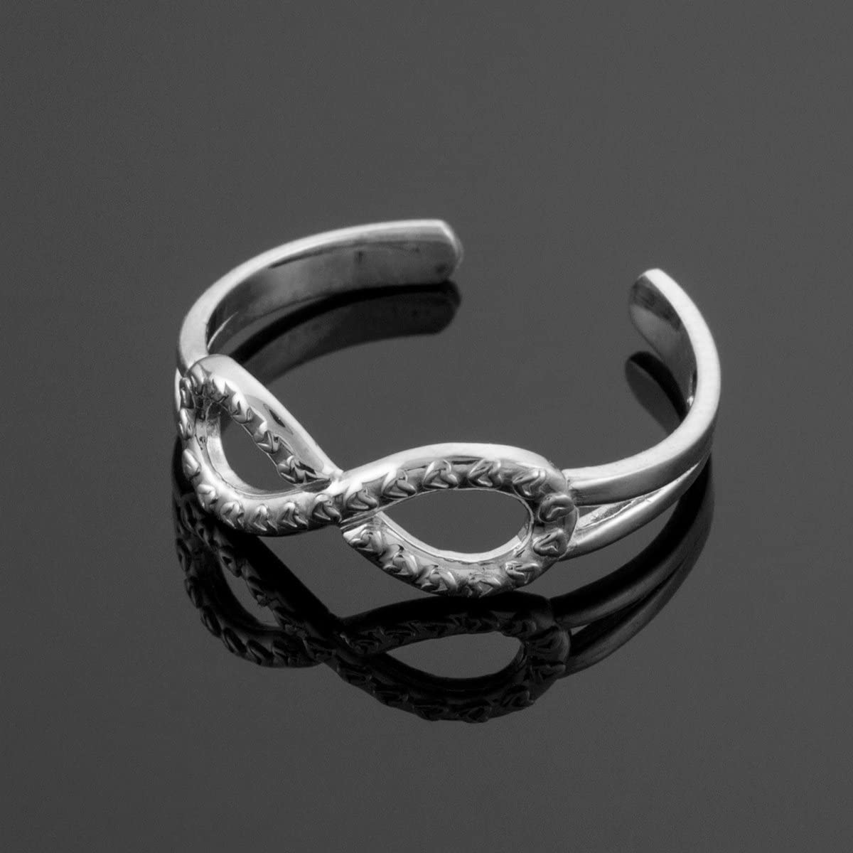 14k White Gold Infinity Toe Ring with Hearts Texture