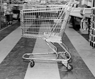 Posterazzi Poster Print Collection 1960s Empty Shopping Cart in Supermarket Grocery Store Vintage, (32 X 36), Multicolored
