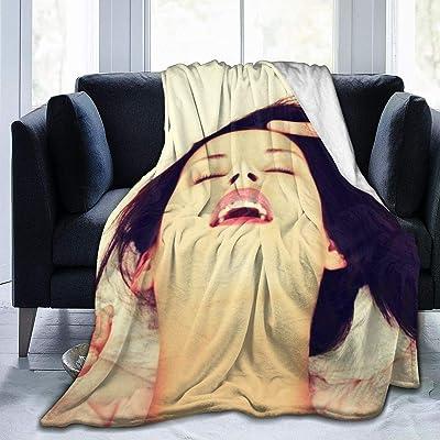 毛布 シングル ベッドで朝のセックス中に満足している美しい女性の顔のクローズアップ 寝具 153CMx204CM