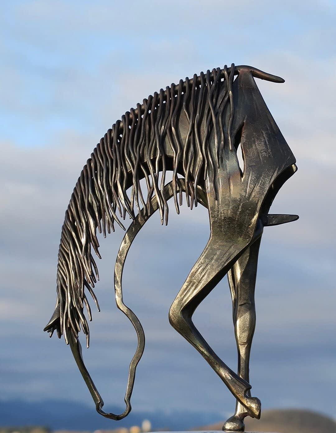 Kroity Escultura De Caballo Besando Estatua Moderna-Escultura De Caballo De Metal Decoración De Estatua De Metal Antigua Adecuada para La Decoración del Jardín del Hogar (Foraging Horse)
