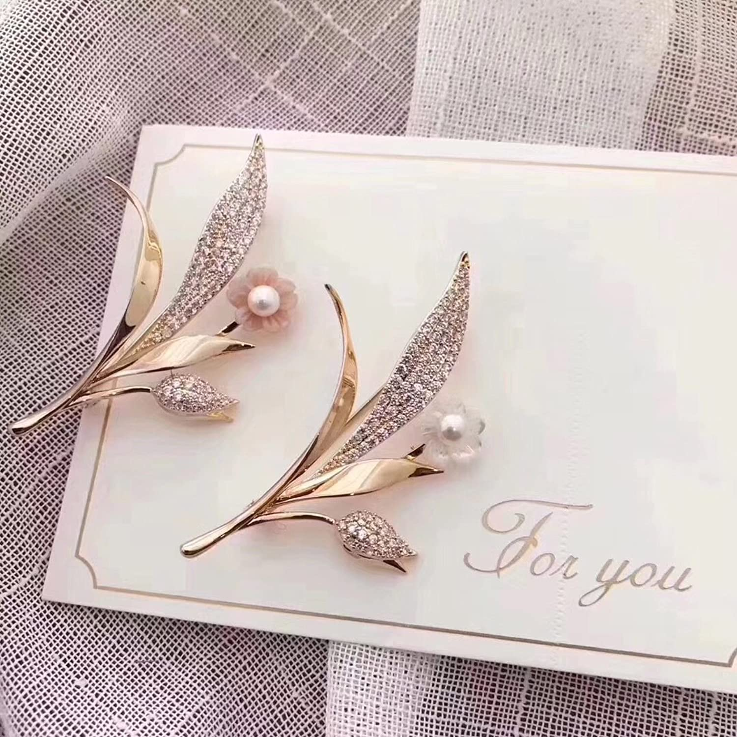 Korean Fashion Leaf Brooch pin Badge Dazzling with Winter Let Your Winter Highlights