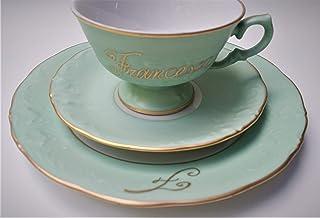 Taza Te' en plato dulce verde con nombre e inicial en oro pintado a mano