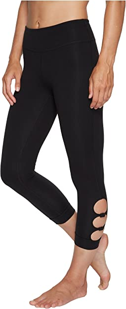 Beyond Yoga - Full Circle Cut Out Capri Leggings