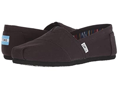 TOMS Classics (Black on Black Canvas) Women