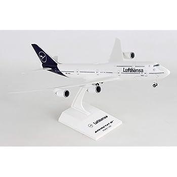Amazon Com New 2020 Daron Skymarks Lufthansa 747 8i W Gear New Livery 1 200 Toys Games