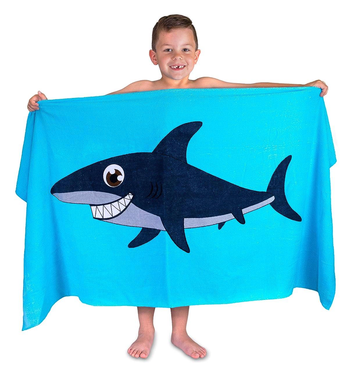 企業操作好きHudz Kidz サメの子供用水泳タオル - サメのグラフィック吸収性ビーチタオル - 子供用サメのタオル 水泳用 - コットン100% 速乾 子供用タオル - 28インチ x 55インチ